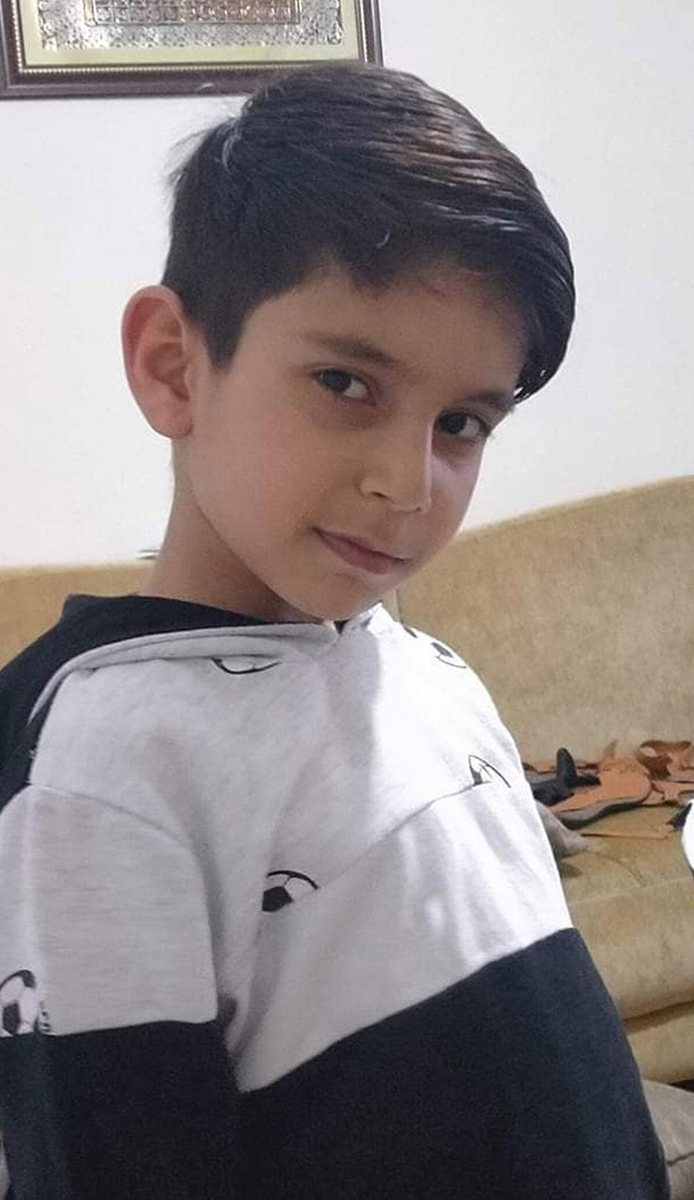 Con trai 8 tuổi đuối nước ngay trước mặt, bố mẹ xem lại camera an ninh thì đau đớn và hối hận tột cùng - Ảnh 3.