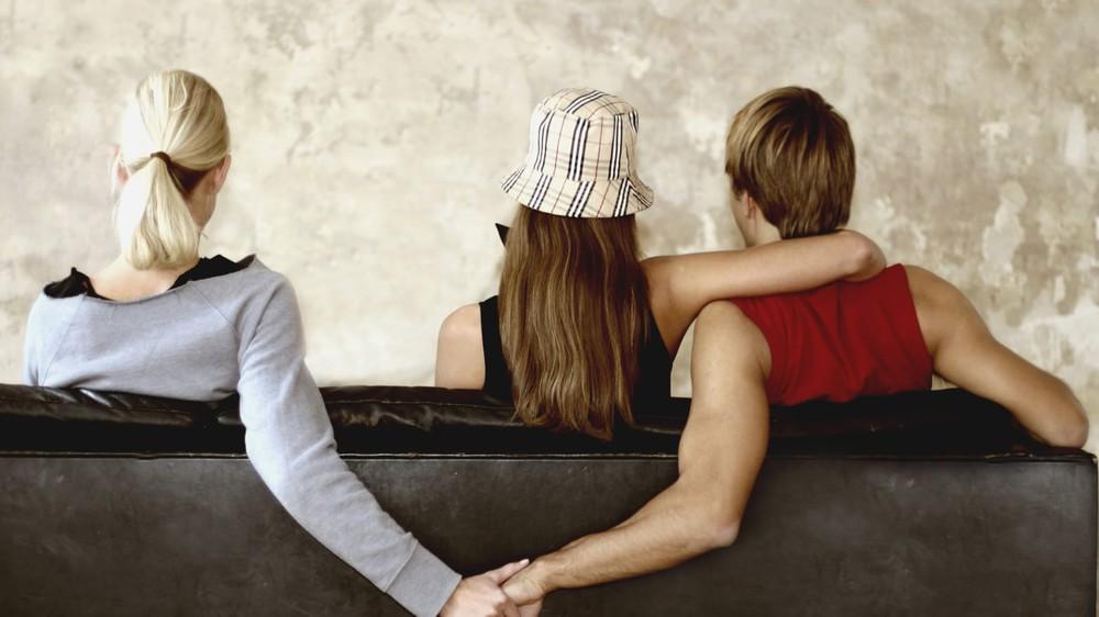 Ngoại tình rồi xin chồng tha thứ, vợ còn sốc hơn sau khi biết bí mật kinh hoàng của chồng - Ảnh 3.