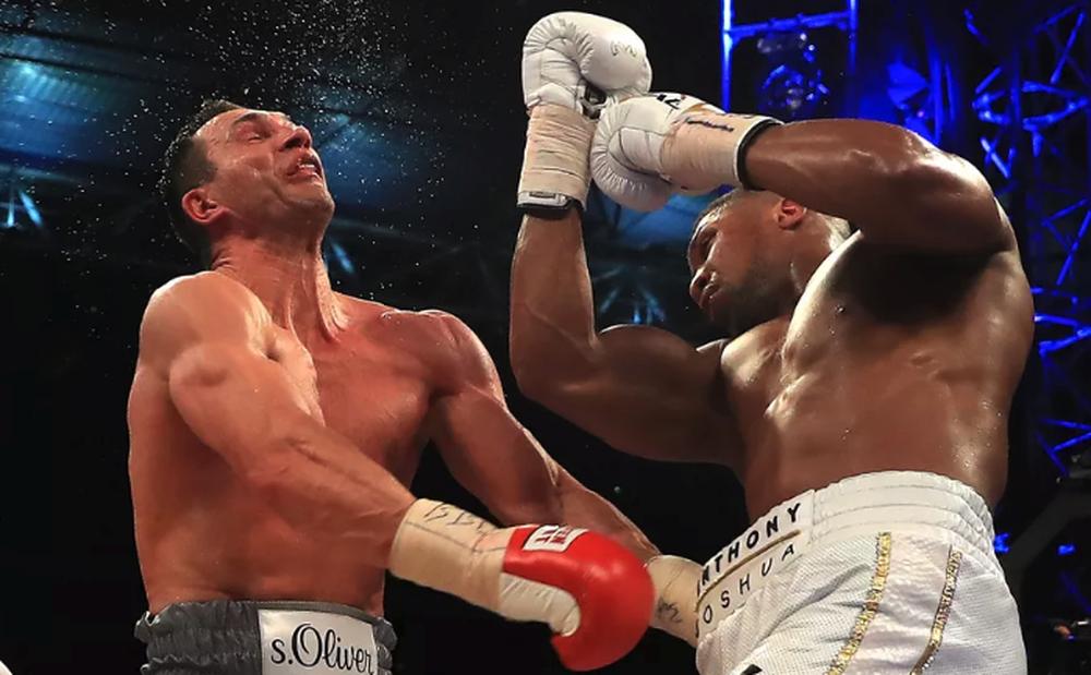 """Quyền vương nước Anh tạo nên trận boxing kinh điển, đánh bại """"Tiến sĩ búa thép"""" Klitschko"""