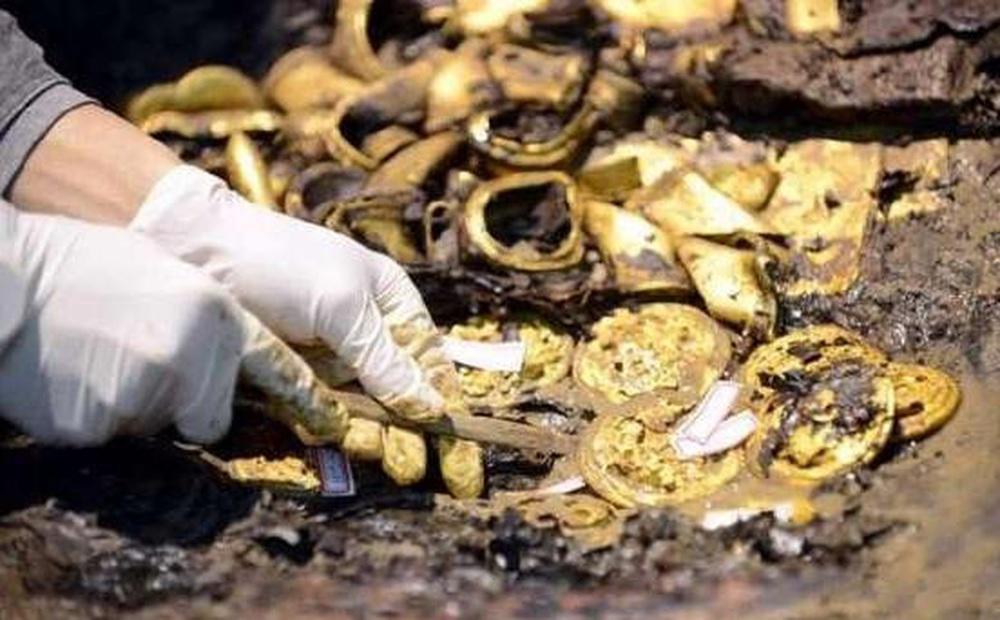 Cạy quan tài của vị hoàng đế tại vị 27 ngày rồi qua đời, chuyên gia khảo cổ sửng sốt trước những thứ bên trong