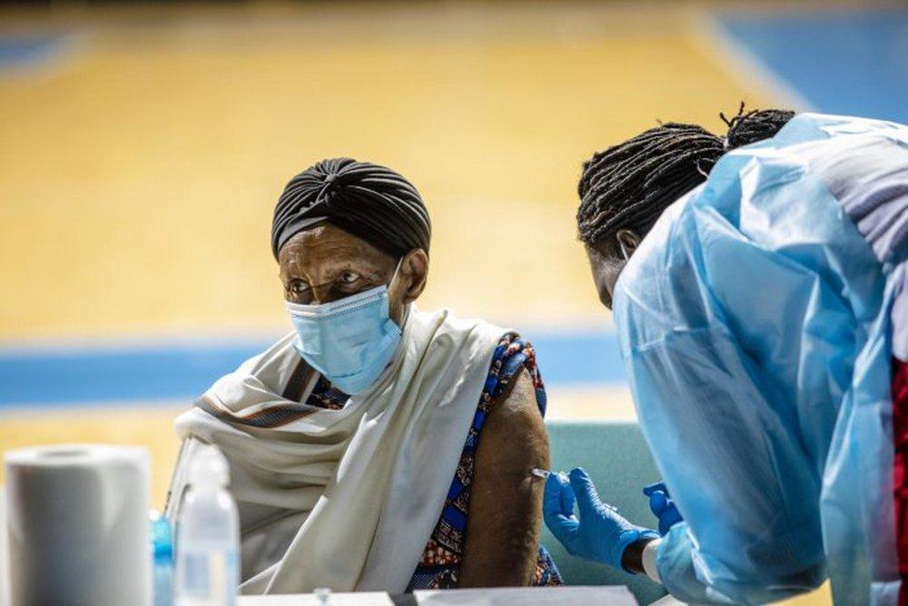 WHO ở Châu Phi: 2 nguyên nhân chính khiến số ca tử vong do Covid-19 tăng 43% trong 1 tuần - Ảnh 3.