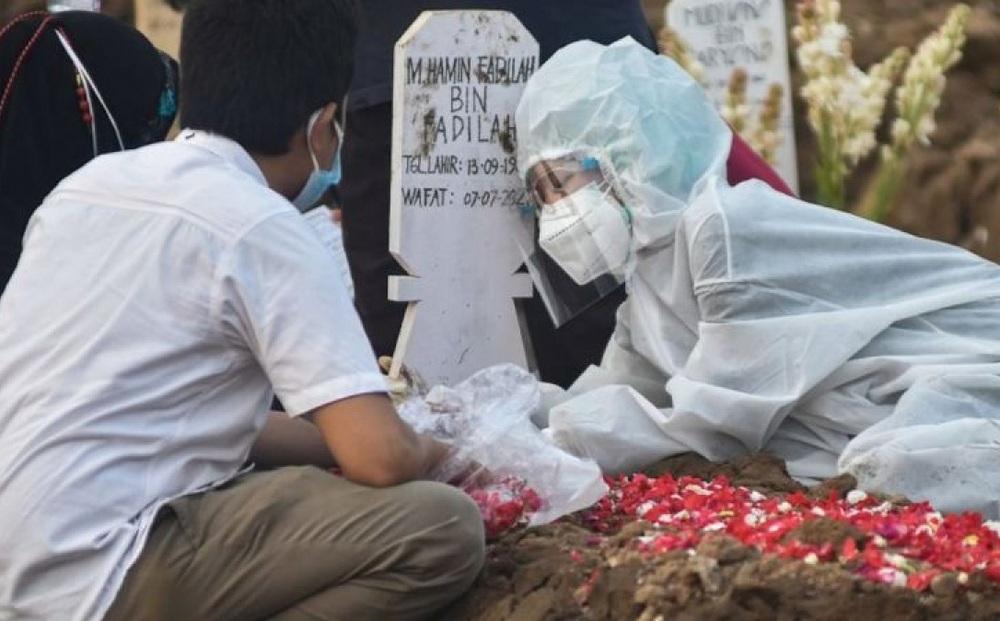 72.000 người chết do Covid-19, Indonesia đi từ khủng hoảng y tế đến khủng hoảng quan tài