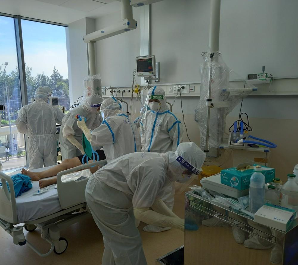 Bộ trưởng Nguyễn Thanh Long: Không để bệnh nhân thiếu máy thở, nhân viên y tế thiếu dụng cụ phòng hộ - Ảnh 1.