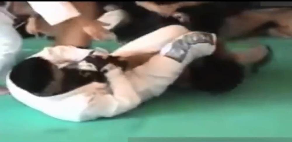 Từ Hiểu Đông thua knock-out chóng vánh vì dính đòn hiểm của cao thủ karate - Ảnh 2.