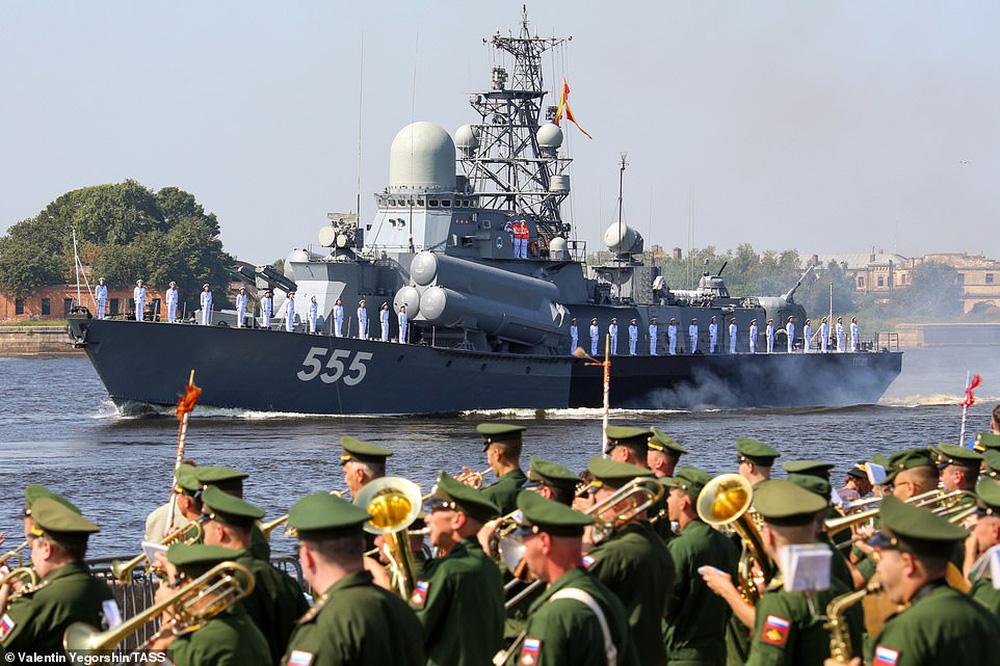 Hải quân Nga bắn 21 phát đại bác chào mừng: TT Putin sắp có bài phát biểu quan trọng - Ảnh 4.