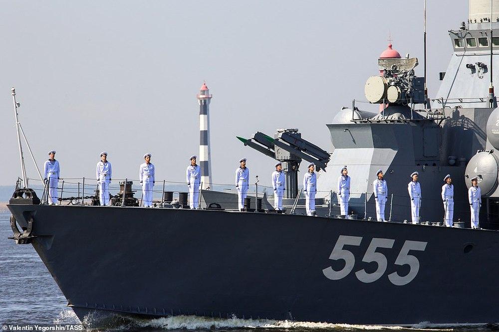 Hải quân Nga bắn 21 phát đại bác chào mừng: TT Putin sắp có bài phát biểu quan trọng - Ảnh 2.