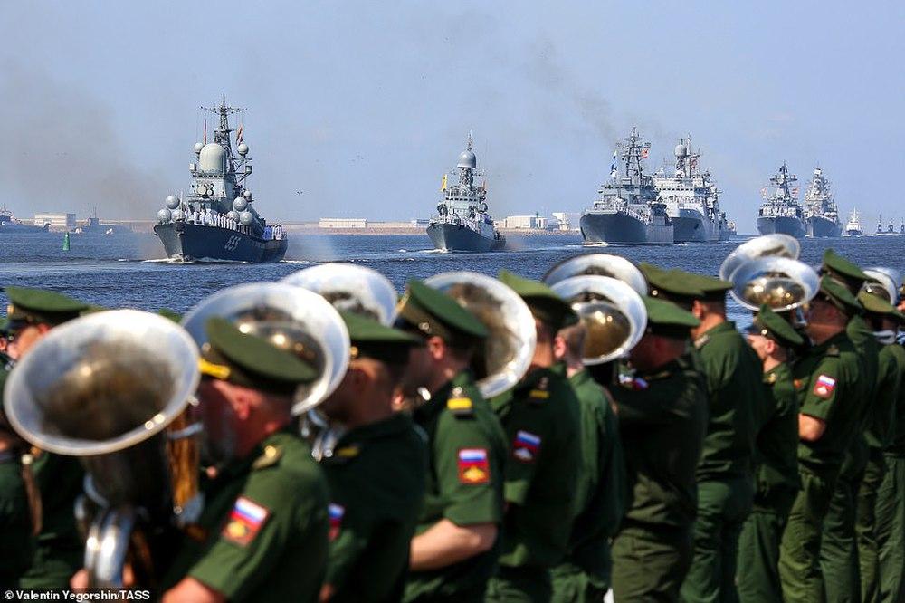 Hải quân Nga bắn 21 phát đại bác chào mừng: TT Putin sắp có bài phát biểu quan trọng - Ảnh 3.