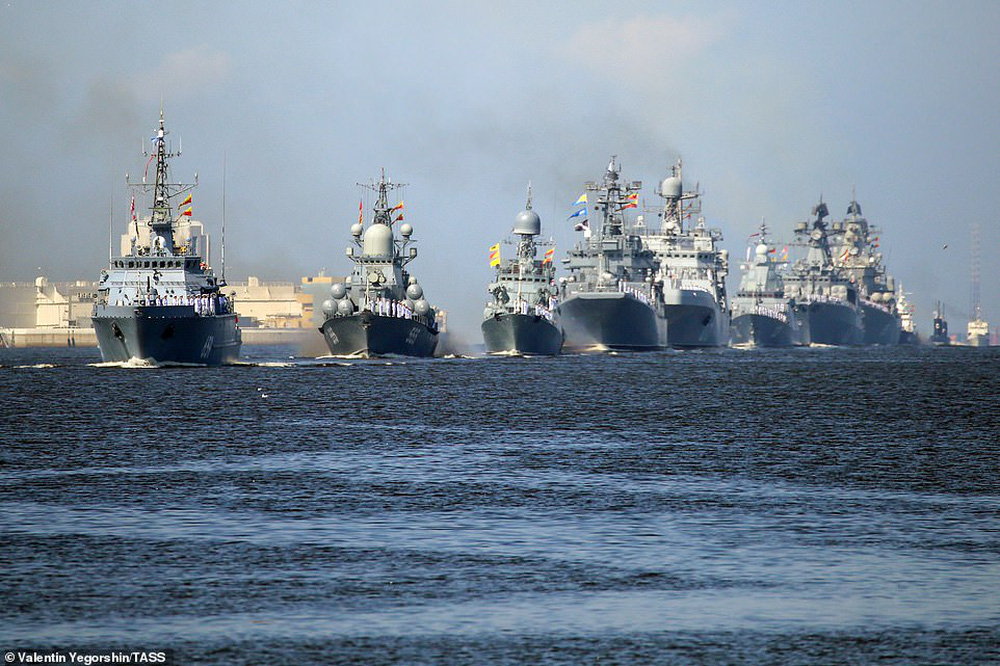 Hải quân Nga bắn 21 phát đại bác chào mừng: TT Putin sắp có bài phát biểu quan trọng - Ảnh 6.