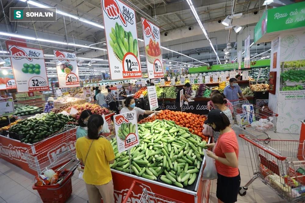 """Sau 1 đêm trống hoác, siêu thị ăm ắp thực phẩm: """"Không bao giờ có chuyện tăng giá vô lý trong mùa dịch"""" - Ảnh 6."""