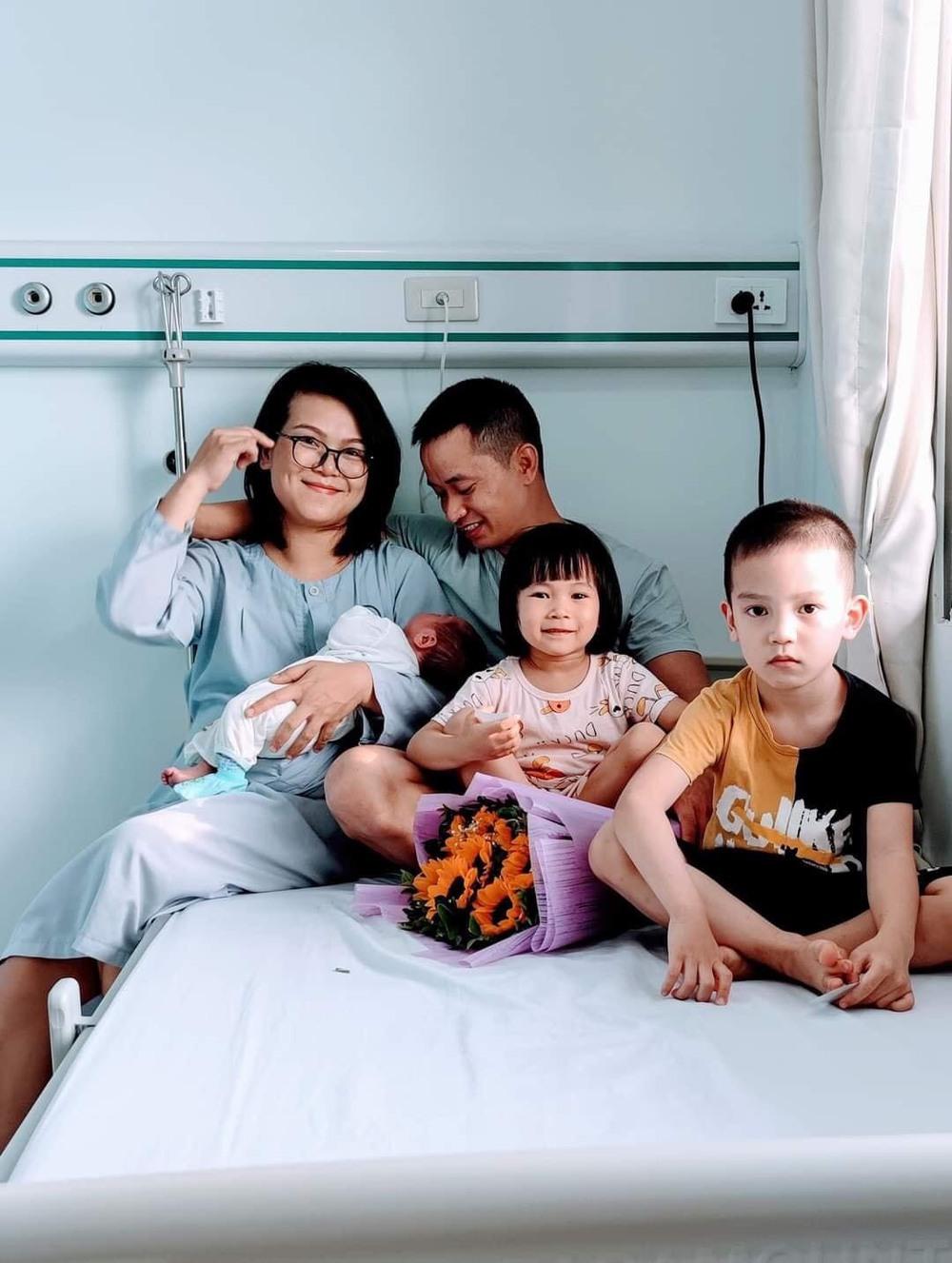Chồng nghỉ việc ở nhà chăm con, vợ được đà sinh liền 5 năm 4 bé, dân mạng đều cùng đặt một câu hỏi - Ảnh 4.