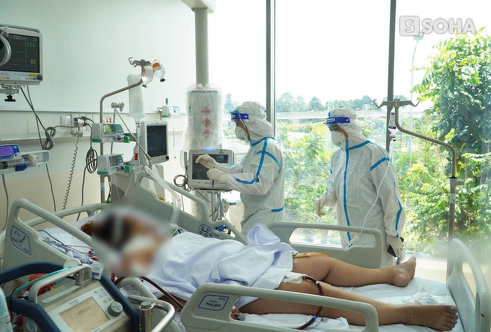 Tuyến cuối cùng giành giật sự sống cho BN Covid-19 tại TP.HCM: Mỗi ngày tiếp nhận liên tục 50-60 ca nặng. Nhiều lúc BN đột ngột ngưng thở - Ảnh 2.