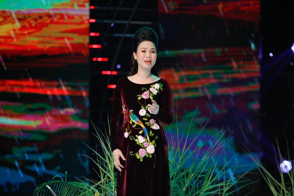 Phi Nhung: Bầu show xin cho tôi được hát 3 bài thôi nhưng không ai chịu - Ảnh 4.