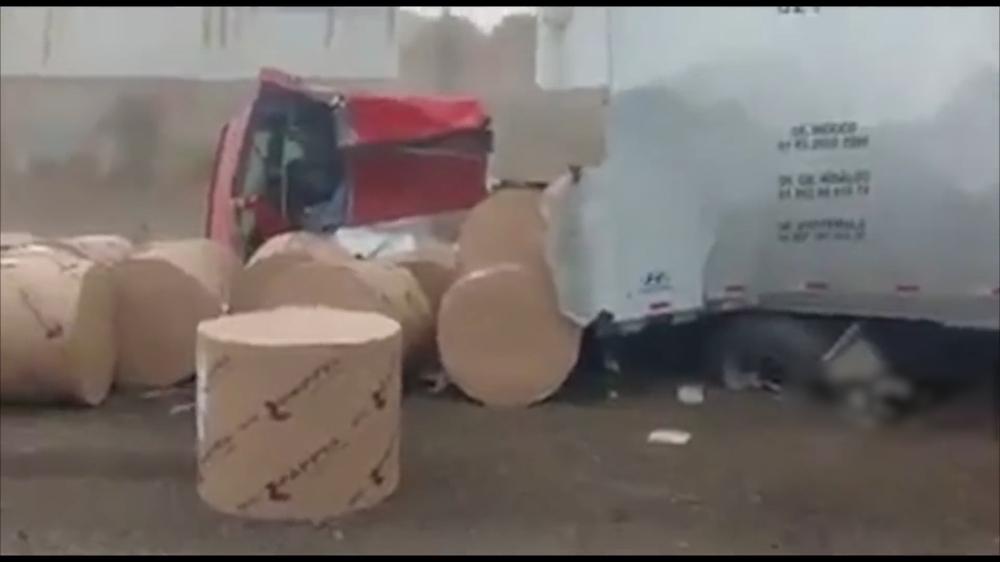 Xe tải mất lái gặp nạn kinh hoàng - màn cứu thua phút 89 bất ngờ! - Ảnh 2.