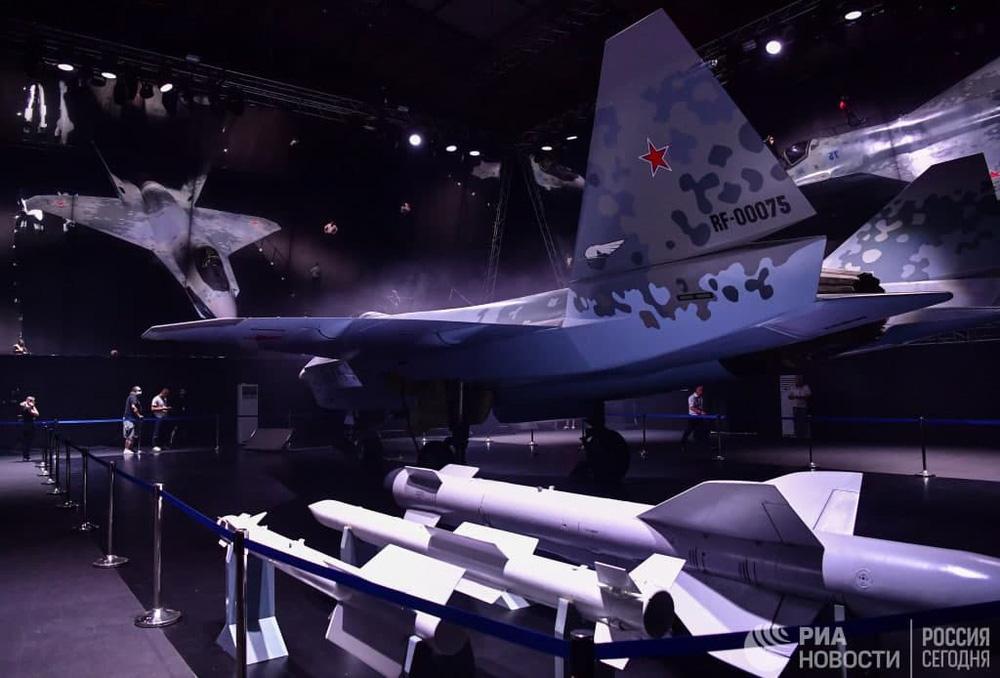 Máy bay mới của Nga: Đẹp mê hồn, tính năng siêu khủng - F-35 Mỹ ngả mũ chào vì giá quá rẻ! - Ảnh 4.