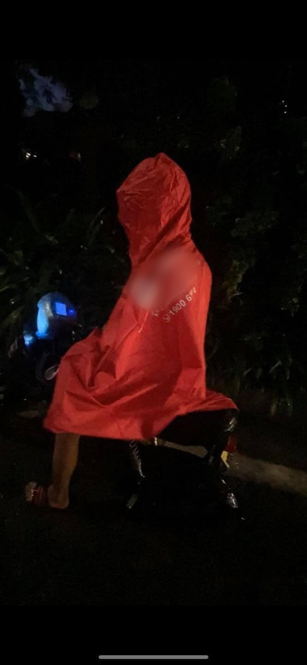 Gặp cậu bé đi đường, người đàn ông ráo riết đuổi theo giữa cơn mưa và có hành động lạ - Ảnh 3.