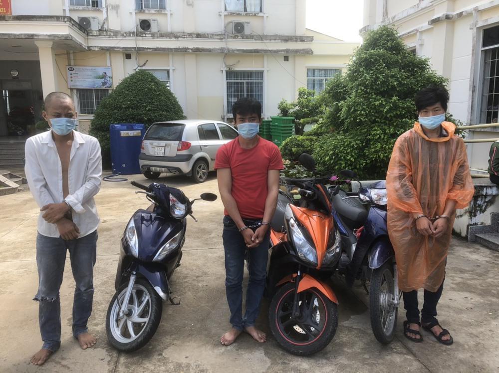 Băng nhóm mua ma tuý online rồi cướp xe máy của shipper ở Sài Gòn - Ảnh 1.