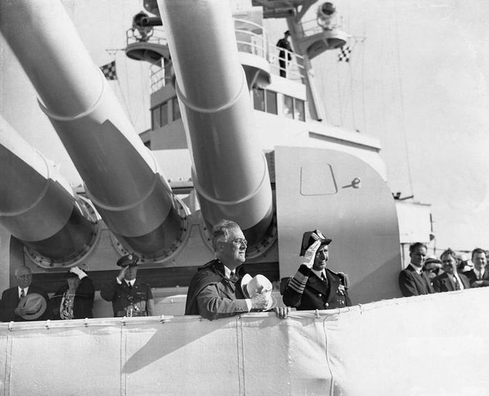Con tàu ma ám suýt lấy mạng Tổng thống Mỹ: Thế giới thót tim vì quả ngư lôi kinh hoàng - Ảnh 2.