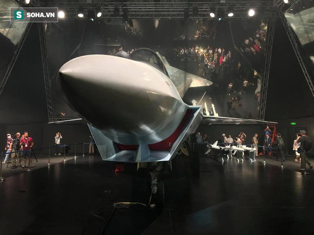 Tiêm kích bí ẩn ở MAKS 2021: Tận mắt thấy tinh hoa vũ khí Nga khiến cả thế giới thán phục - Ảnh 10.