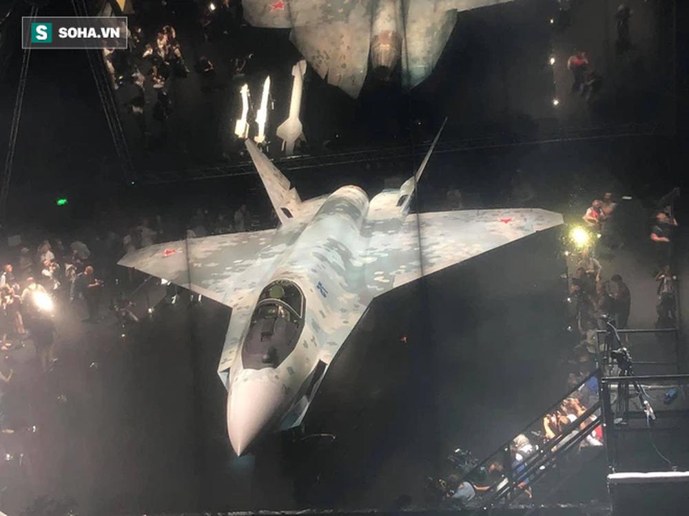 Giá bằng 1/7 F-35, hàng trăm tiêm kích làm ông Putin vui lòng sẽ được đặt hàng - Đơn độc trước tên lửa Nga, Anh rùng mình với cảnh 200 máy bay bị hủy diệt - Ảnh 2.