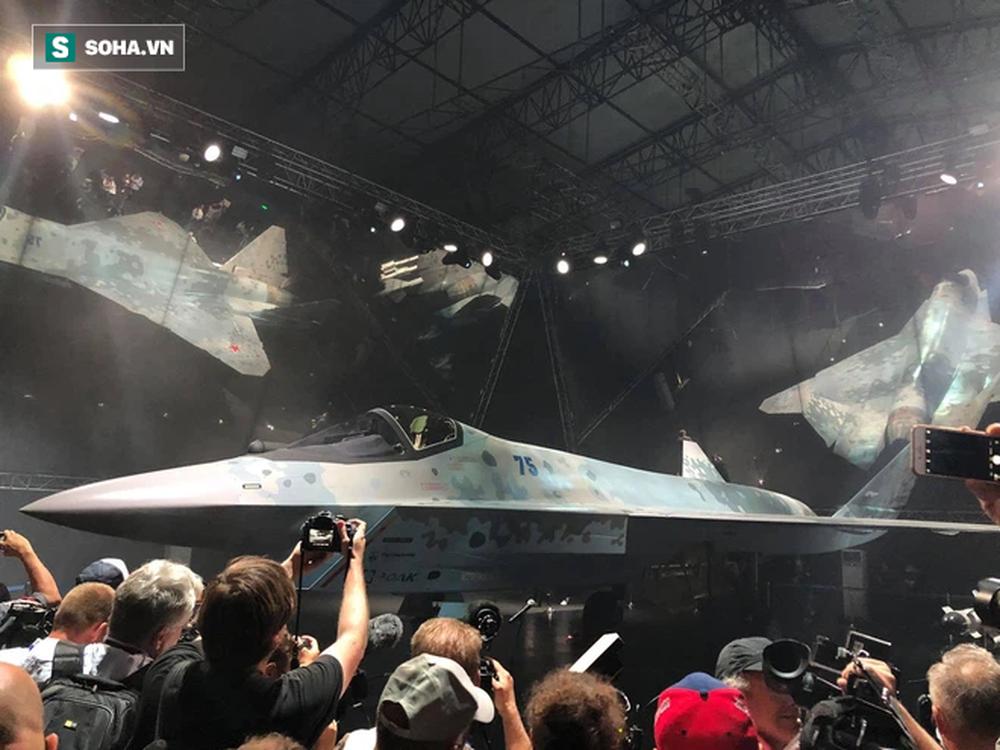 Tiêm kích bí ẩn ở MAKS 2021: Tận mắt thấy tinh hoa vũ khí Nga khiến cả thế giới thán phục - Ảnh 1.