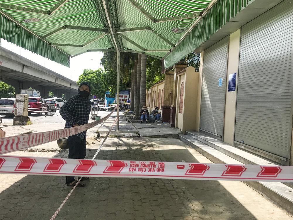 Sau cảnh hàng trăm người chen lấn, xô đẩy ở Hà Nội, bất ngờ dừng lấy mẫu xét nghiệm, test nhanh COVID-19 - Ảnh 5.