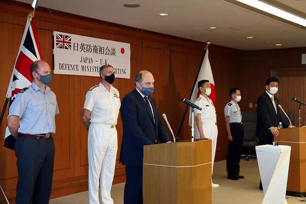 Anh điều 2 tàu cố định đến châu Á thách thức tham vọng của Trung Quốc - Ảnh 1.
