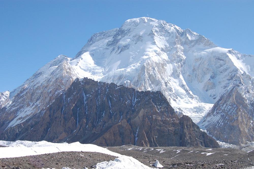 Vừa lập kỷ lục thế giới về leo núi, VĐV 57 tuổi mất tích trên đường xuống - Ảnh 2.