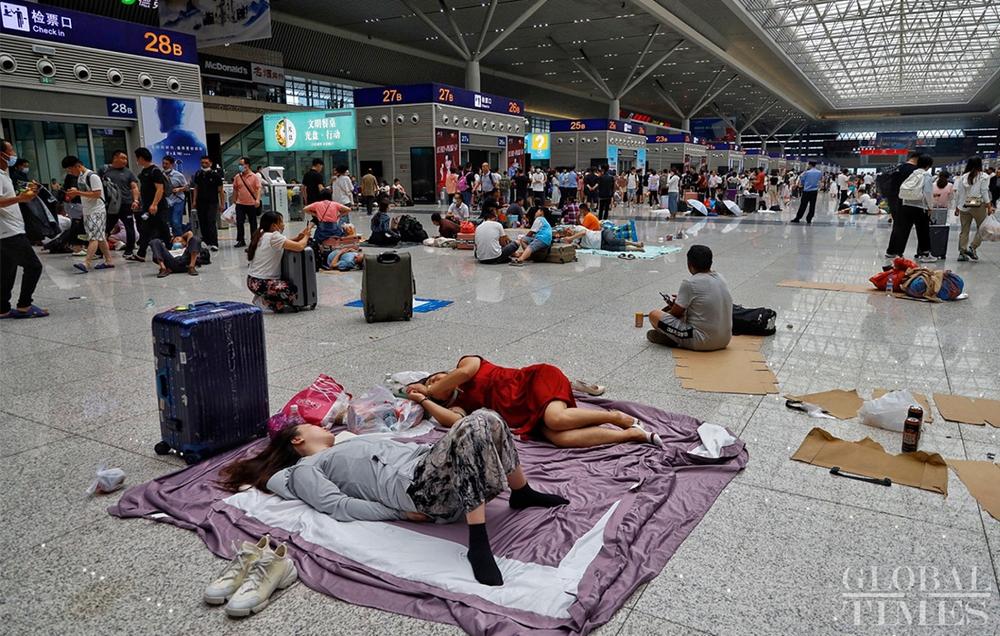 Trung Quốc mưa lớn: Trịnh Châu thất thủ trong nước lũ, tham vọng thành phố bọt biển kiểu mẫu đã sụp đổ? - Ảnh 2.