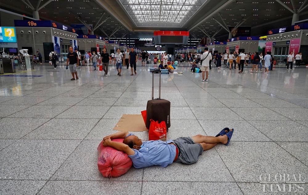 Trung Quốc mưa lớn: Trịnh Châu thất thủ trong nước lũ, tham vọng thành phố bọt biển kiểu mẫu đã sụp đổ? - Ảnh 3.