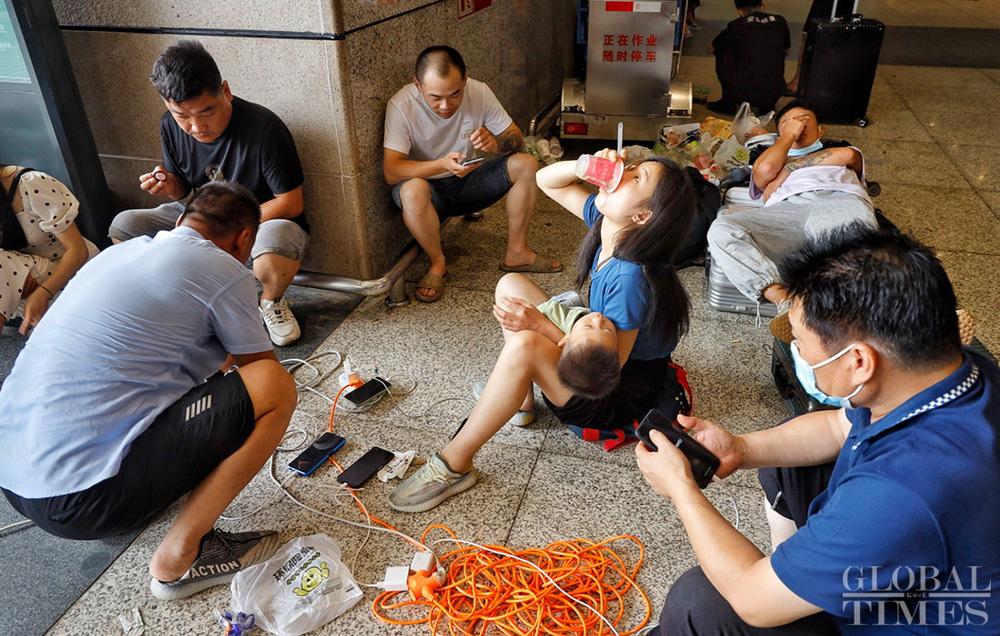 Trung Quốc mưa lớn: Trịnh Châu thất thủ trong nước lũ, tham vọng thành phố bọt biển kiểu mẫu đã sụp đổ? - Ảnh 4.