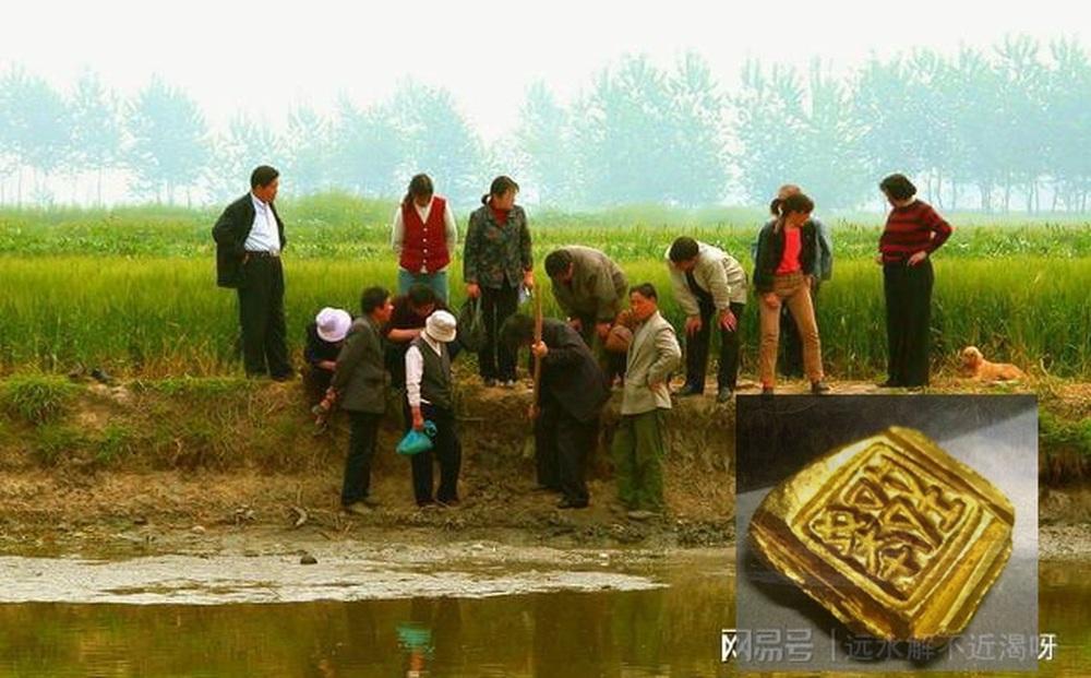 4 em học sinh tiểu học xuống ao làng chơi, nhặt được món đồ màu vàng: Hôm sau, cảnh sát ập đến!
