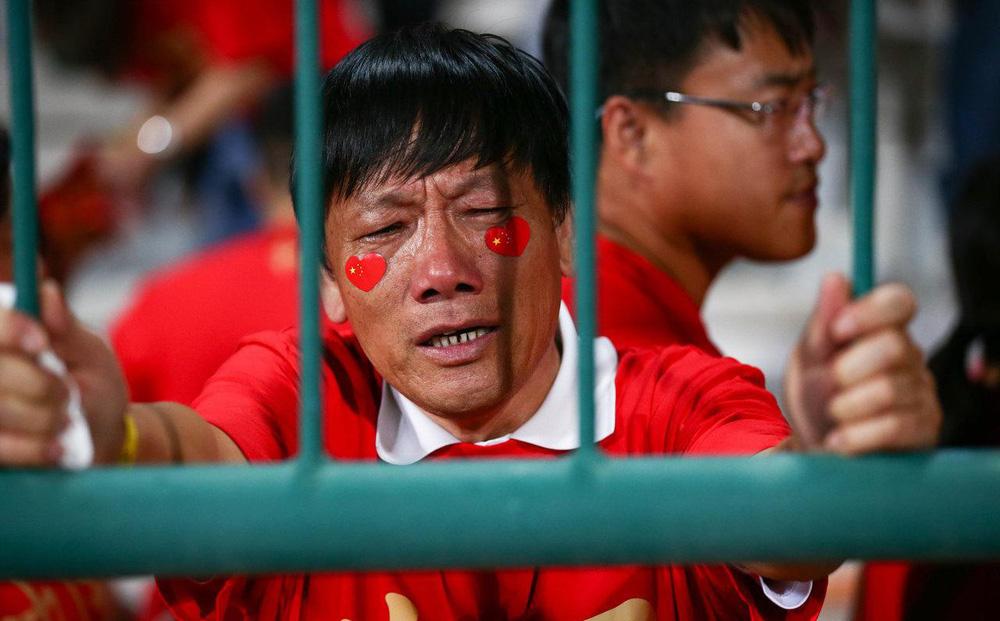 """""""Tự sướng"""" về độ giàu có, báo Trung Quốc nhận """"cú tát"""" trời giáng về bóng đá xứ tỷ dân"""