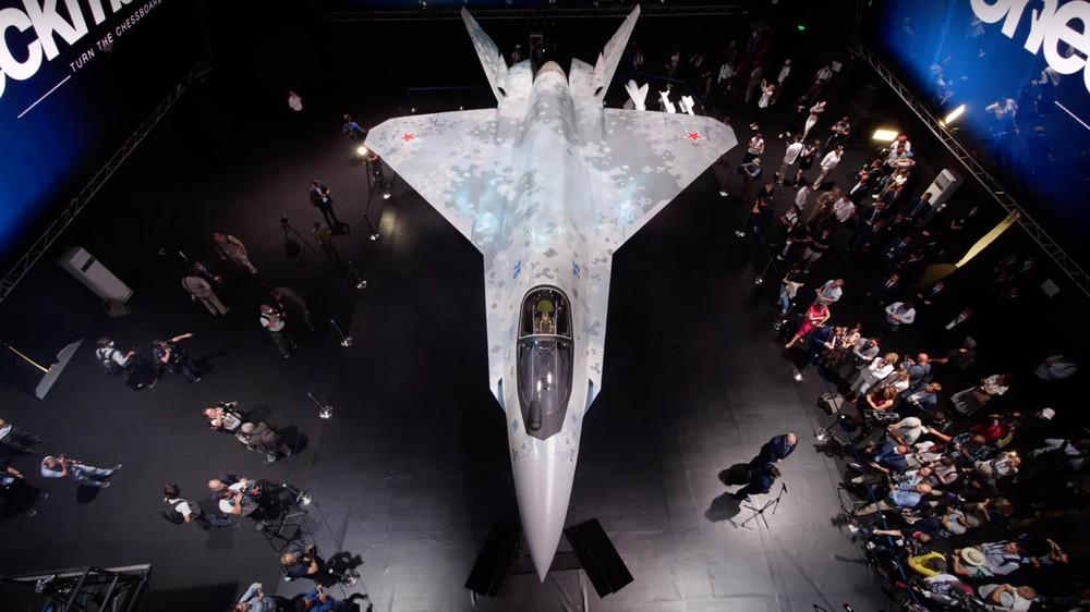 Máy bay mới của Nga: Đẹp mê hồn, tính năng siêu khủng - F-35 Mỹ ngả mũ chào vì giá quá rẻ! - Ảnh 1.