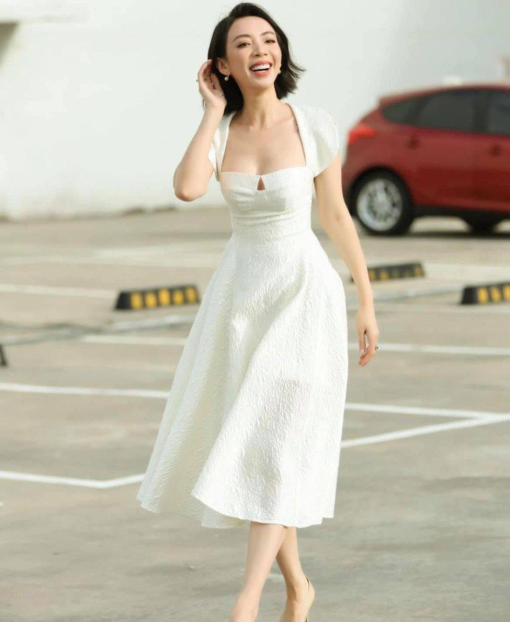 Bất ngờ với vẻ đẹp gợi cảm của Hoa hậu làng hài - Ảnh 4.