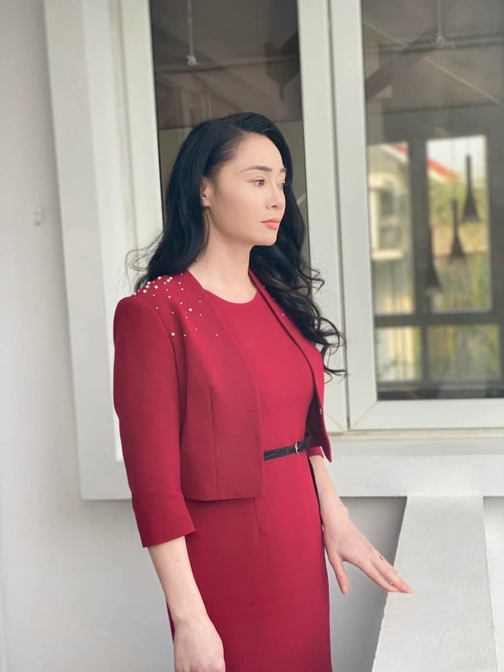 Nhan sắc U45 đài các nhưng không kém phần gợi cảm của bà Xuân Hương vị tình thân - Ảnh 3.