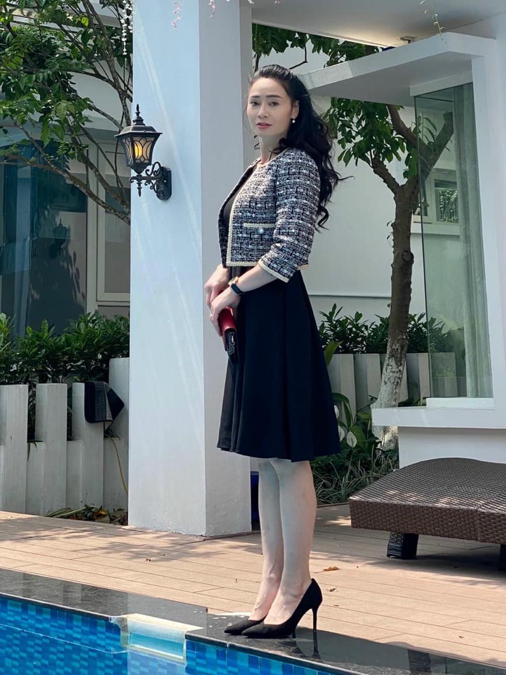 Nhan sắc U45 đài các nhưng không kém phần gợi cảm của bà Xuân Hương vị tình thân - Ảnh 4.
