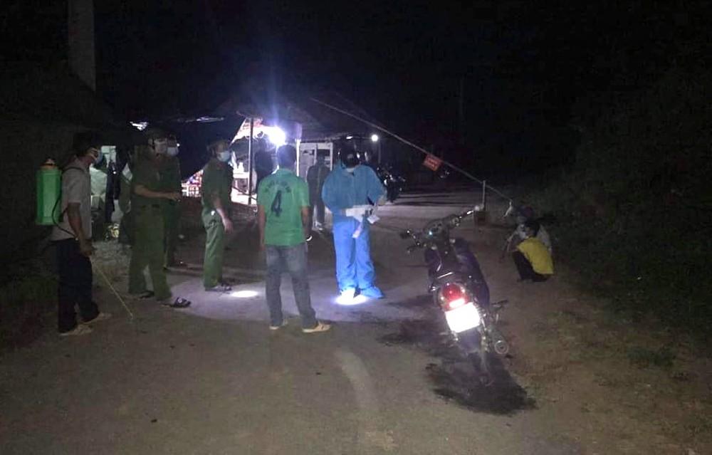 21 người tự đi xe máy từ vùng dịch Bình Dương về Nghệ An - Ảnh 2.
