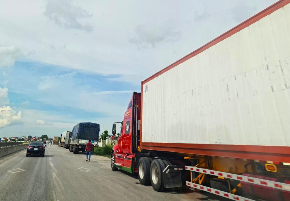 Tài xế xe tải chạy từ Tiền Giang ra Nghệ An xin làm test nhanh thì nhiễm SARS-CoV-2 - Ảnh 1.