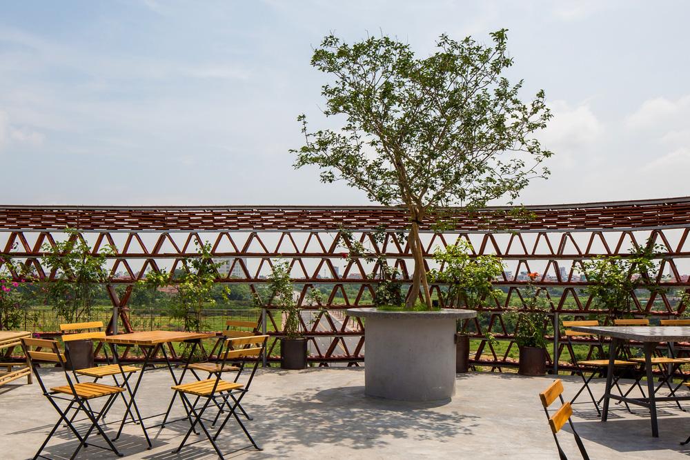 Quán cà phê lấy cảm hứng từ cành cây và hang động của người tiền sử ở Hà Nội đẹp lạ trên báo Mỹ - Ảnh 10.