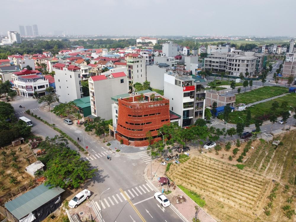 Quán cà phê lấy cảm hứng từ cành cây và hang động của người tiền sử ở Hà Nội đẹp lạ trên báo Mỹ - Ảnh 11.