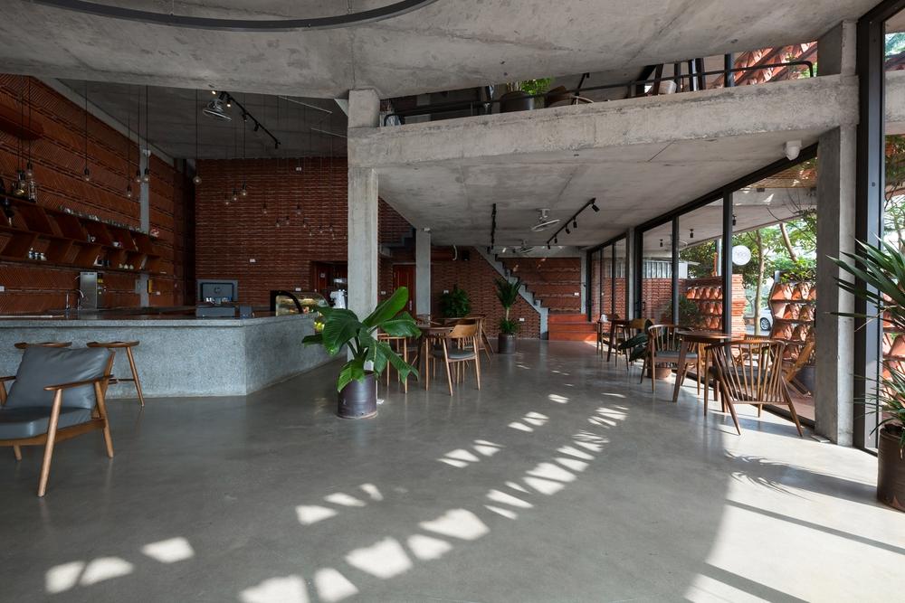 Quán cà phê lấy cảm hứng từ cành cây và hang động của người tiền sử ở Hà Nội đẹp lạ trên báo Mỹ - Ảnh 8.