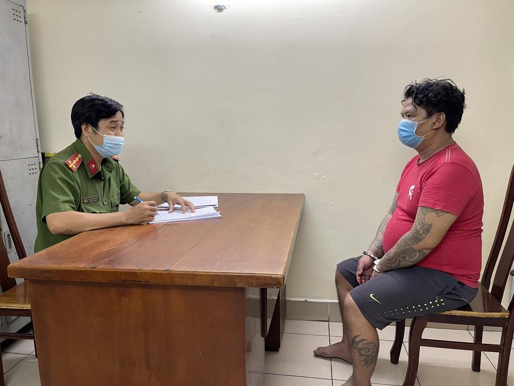 Khởi tố, bắt giam thanh niên say xỉn gây ra vụ cháy nhiều nhà dân ở Sài Gòn - Ảnh 1.