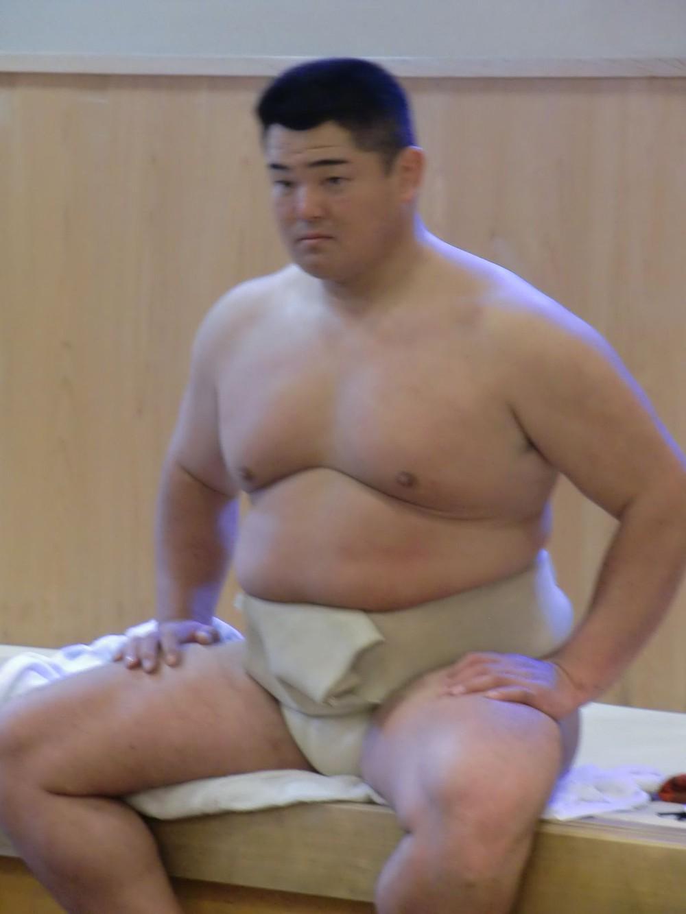 Liên tiếp phá lệnh giãn cách, võ sĩ Sumo nhận cái kết đắng song âm mưu đằng sau của người này mới là điều bất ngờ - Ảnh 1.