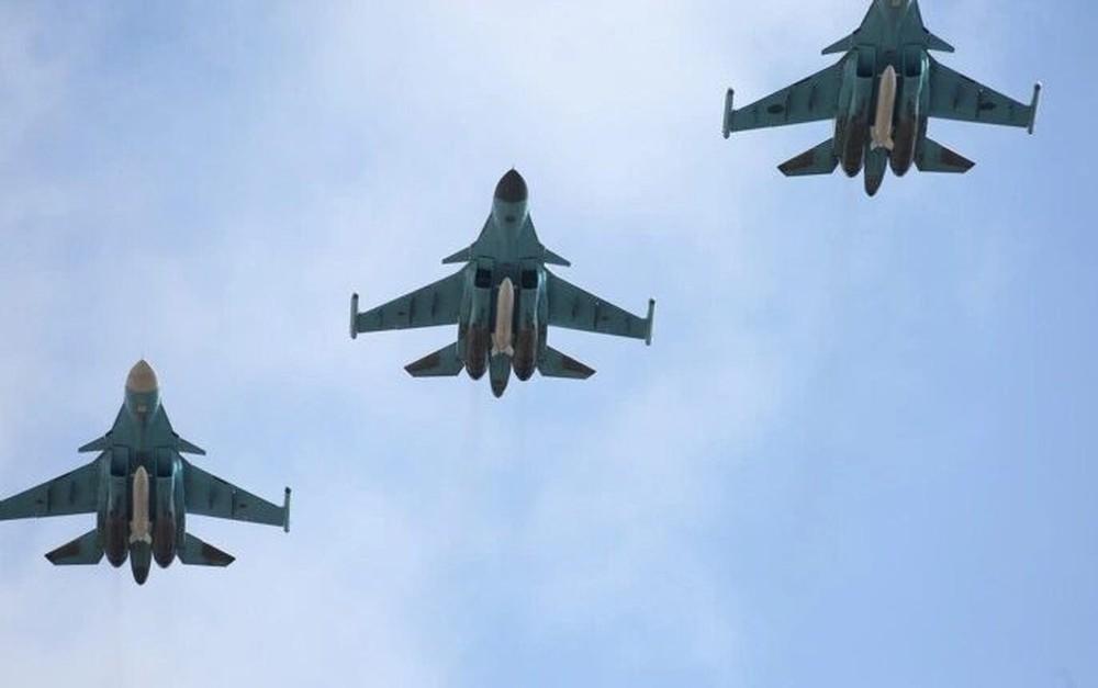 """6 máy bay và 50 cuộc không kích, Nga vùi dập kẻ thù trong """"mưa bom"""" - Ảnh 1."""
