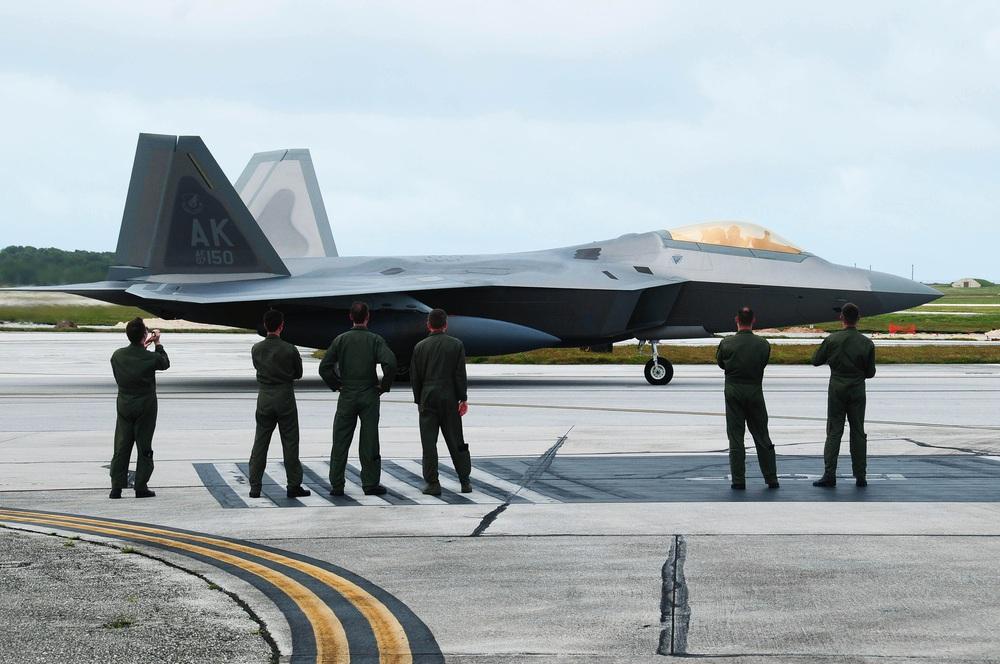 Tung một lúc 25 tiêm kích F-22, Mỹ tính làm cuộc săn cuối cùng nhằm vào J-20 Trung Quốc? - Ảnh 2.