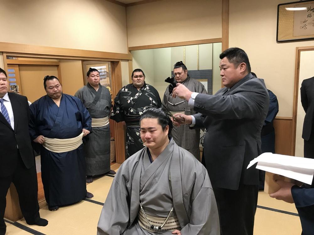 Liên tiếp phá lệnh giãn cách, võ sĩ Sumo nhận cái kết đắng song âm mưu đằng sau của người này mới là điều bất ngờ - Ảnh 4.