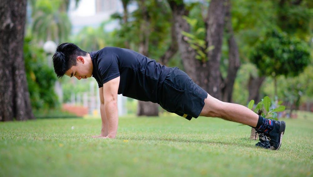 """Bài tập cho nam giới """"đốt mỡ"""" nhanh, căng cơ khỏe thực hiện được ở mọi lúc, mọi nơi - Ảnh 4."""