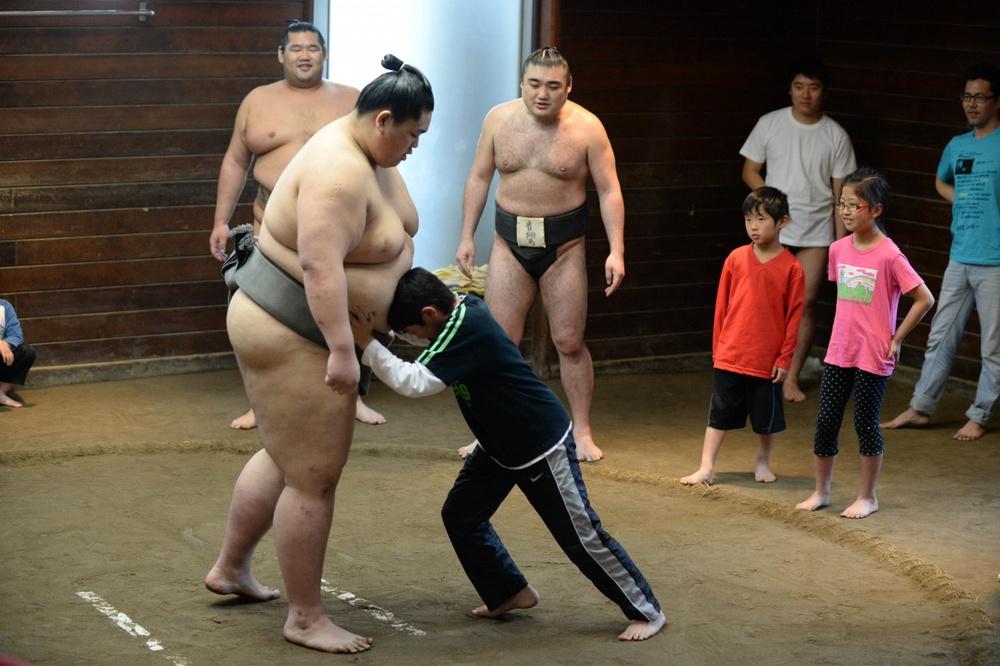 Liên tiếp phá lệnh giãn cách, võ sĩ Sumo nhận cái kết đắng song âm mưu đằng sau của người này mới là điều bất ngờ - Ảnh 6.