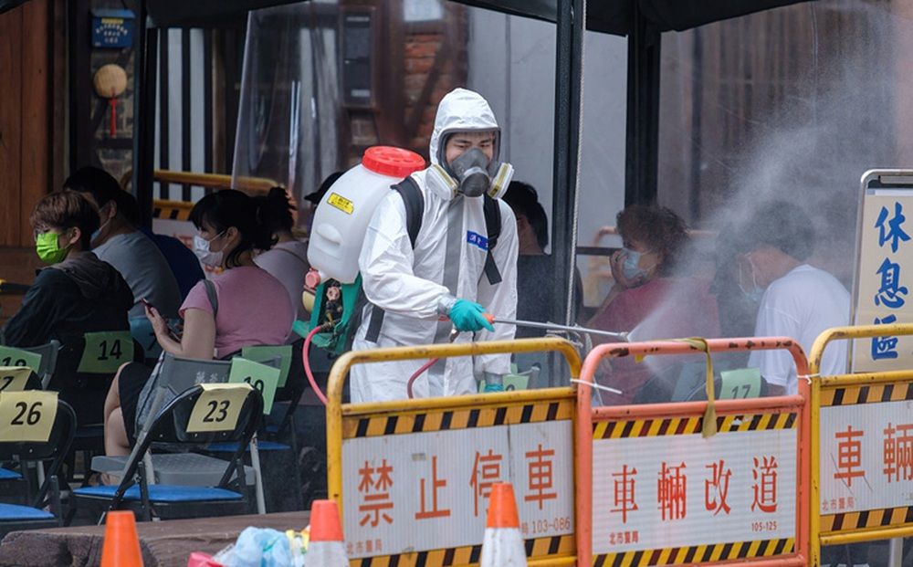 """Một người Đài Loan """"lươn lẹo"""" tiêm 3 loại vắc xin khác nhau: Quan chức tá hỏa, nói """"hậu quả khó lường"""""""