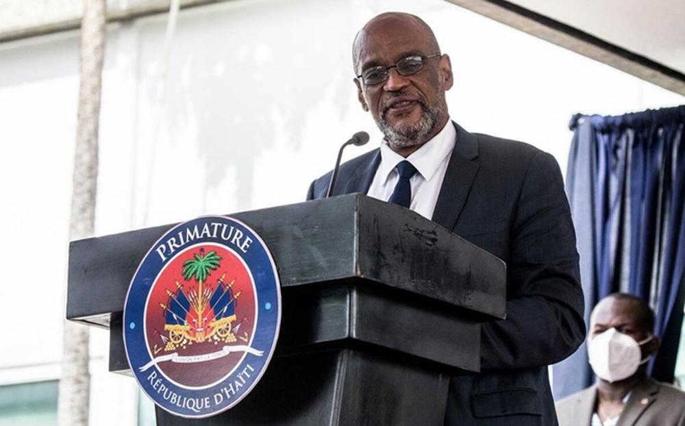 """""""Phao cứu sinh"""" cho Haiti giữa giông tố chính trị"""